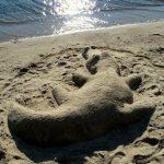 Château de sable sur la plage privée - Chalets aux Crocollines -Chalet à louer - Lac Simon, Qc